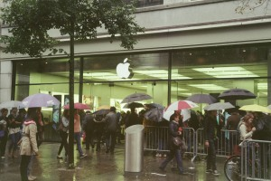 Waiting in the rain for an iPhone at Apple Store